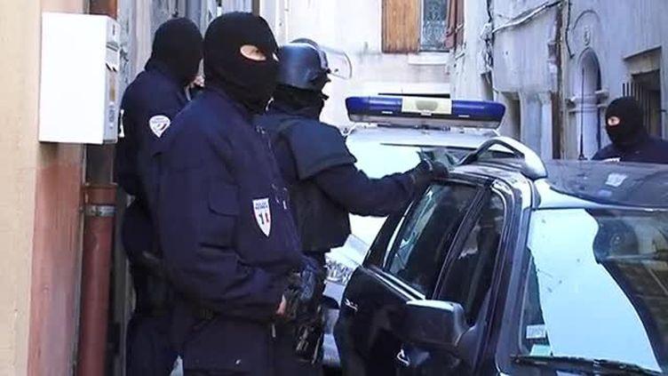 Opération de police à Béziers (Hérault) pour le démantelement d'un trafic de drogue et d'armes, le 12 janvier 2016. (LR / FRANCE 3)