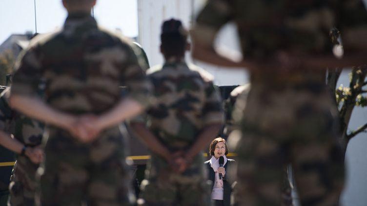 La ministredes ArméesFlorence Parlys'adresse aux soldats du 3e RIMA (régiment d'infanterie de Marine) à Vannes (Bretagne), le 18 mai 2020. (LOIC VENANCE / AFP)