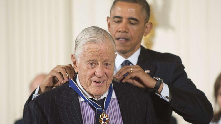 (En 2013, Barack Obama a remis la médaille de la Liberté à Ben Bradlee © KEVIN DIETSCH/NEWSCOM/SIPA)