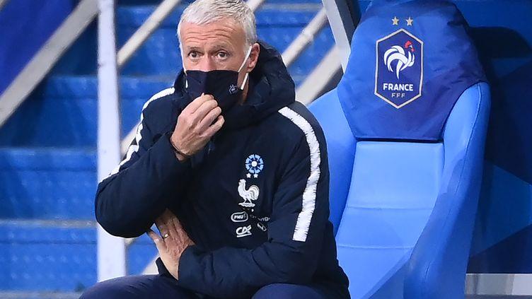 Didier Deschamps sur son banc lors de la défaite des Bleus contre la Finlande. (FRANCK FIFE / AFP)