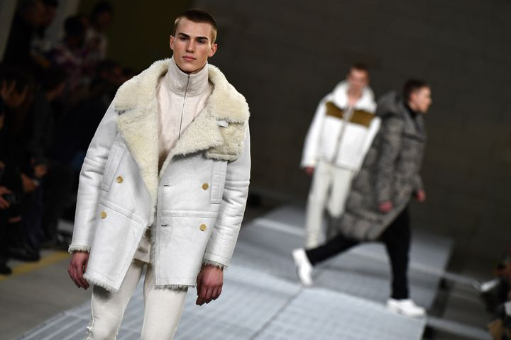 Collection Dirk Bikkembergs prêt-à-porter masculin automne-hiver 2017-2018.  (Alberto PIZZOLI / AFP)