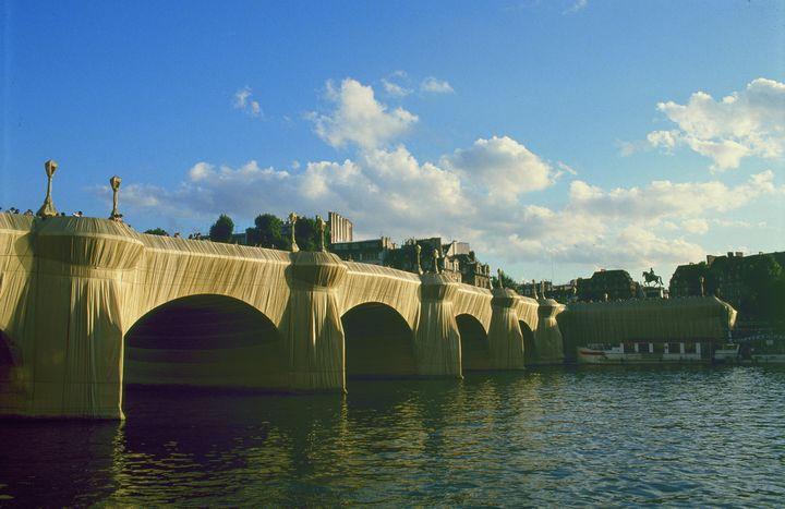 Le Pont Neuf empaqueté (© Christo 1985 Photo © Wolfang Volz)