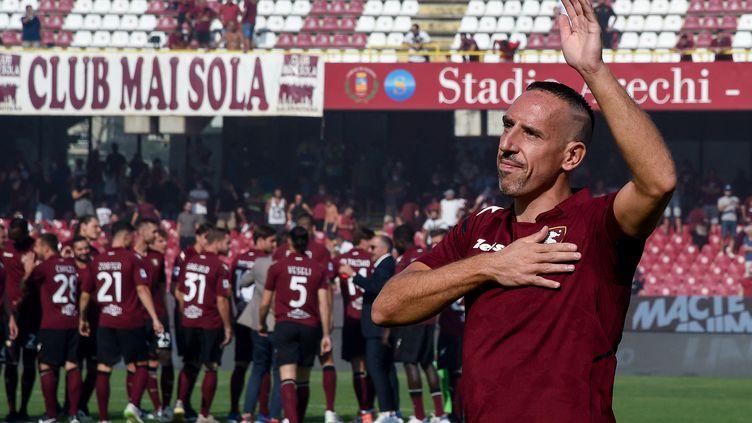Franck Ribéry lors de sa présentation devant le public salernitain, lundi 6 septembre. (GIUSEPPE MAFFIA / NURPHOTO)