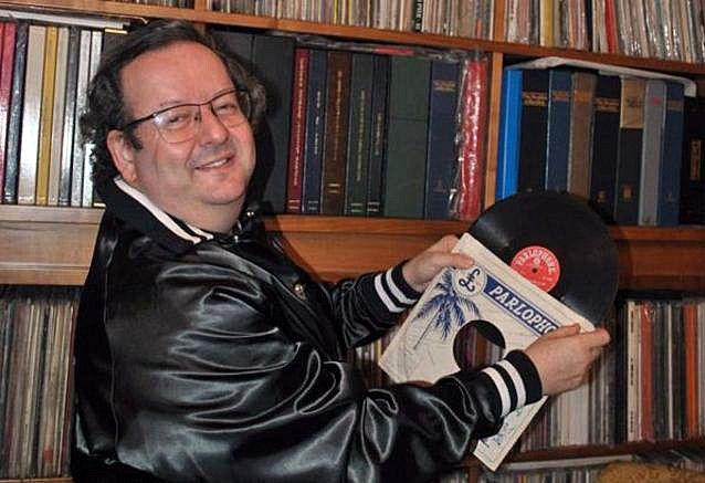 Jacques Volcouve et quelques-uns de ses 15000 disques des Beatles  (Collection privée J. Volcouve)
