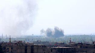 Des frappes aériennes tombent sur la capitale syrienne, Damas, mercredi 15 avril 2015. (BASSAM AL-SHAMI / ANADOLU AGENCY / AFP)