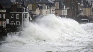 Une tempête touche Saint-Malo (Ille-et-Vilaine), le 9 mars 2016. (MAXPPP)