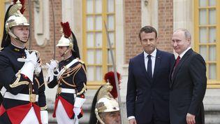 Emmanuel macron accueille le président russe Vladimir Poutine au château de Versailles (Yvelines), le 29 mai 2017. (GEOFFROY VAN DER HASSELT / AFP)