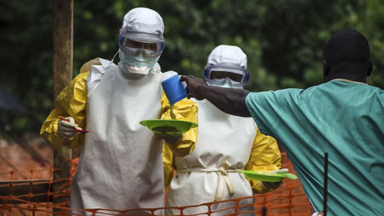 (Les équipes de Médecins sans Frontières travaillent d'arrache-pied pour lutter contre Ebola © REUTERS)