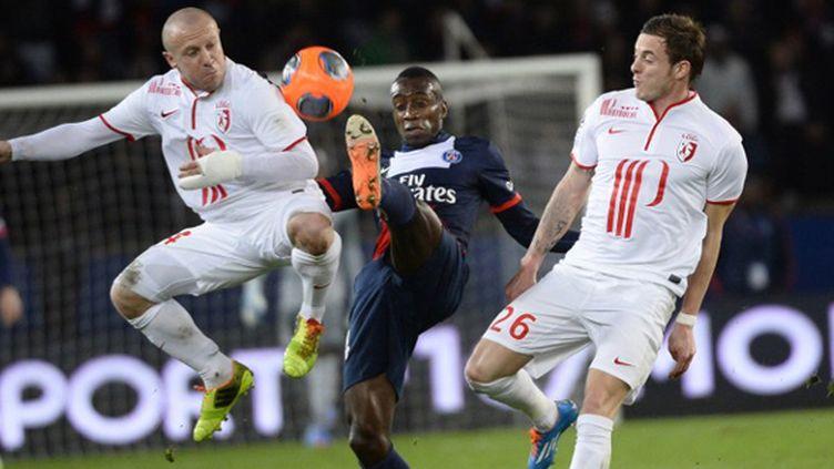 Matuidi entouré par Balmont et Roux (LIONEL BONAVENTURE / AFP)