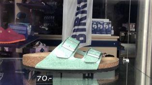 Longtemps jugée ringarde, lamythique sandale allemande Birkenstock est redevenue tendance. (CAPTURE ECRAN FRANCE 3)