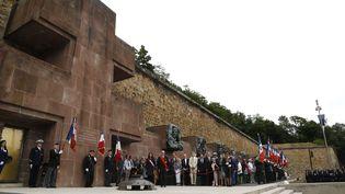 Le président français, François Hollande, assiste à la commémoration de l'appel du 18 juin 1940 par le Charles de Gaulle pendant la seconde guerre mondiale, au Mémorial du mont Valérien à Suresnes (Hauts-de-Seine), le 18 juin 2015.  (THOMAS SAMSON/AFP)