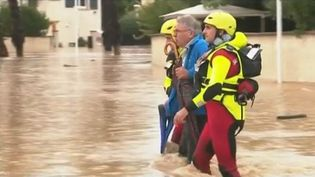 En direct de Villeneuve-les-Béziers (Hérault), le journaliste Gaspard de Florival fait le point après les violentes pluies qui sont tombées. (CAPTURE D'ÉCRAN FRANCE 3)