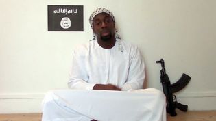Capture d'écran d'une vidéo montrant Amedy Coulibaly, l'un des auteurs des attentats terroristes en France. La vidéo a été publiée sur internet, le 11 janvier 2015. (AFP PHOTO)
