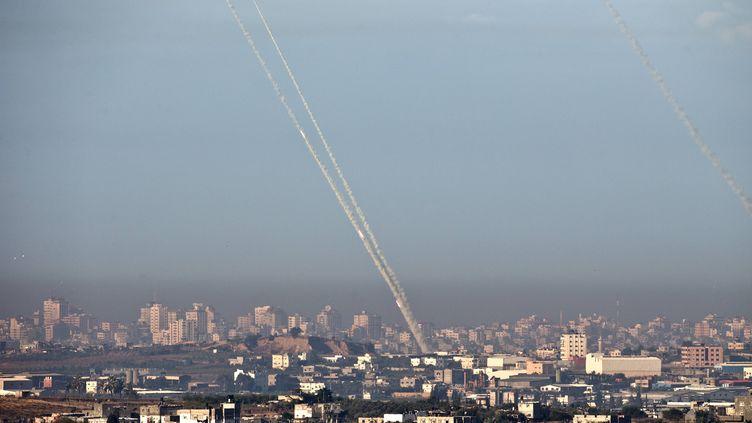 Cinq roquettes partent depuis la bande de Gaza, le 15 novembre 2012. (JACK GUEZ / AFP)