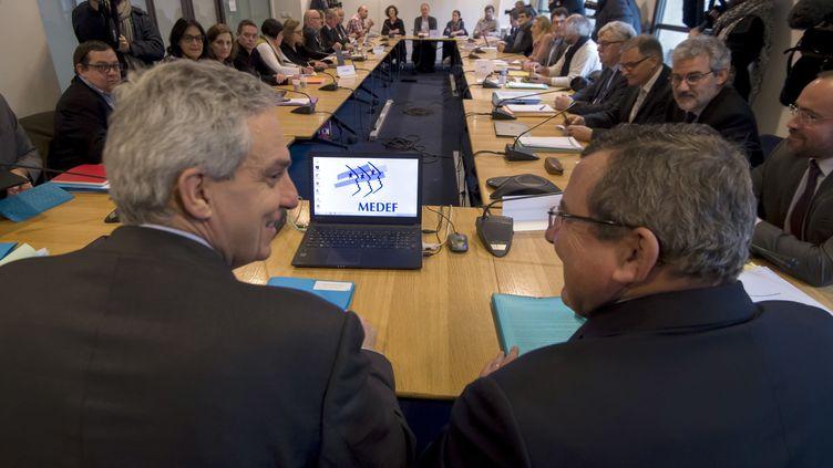Les négociations autour de l'assurance chômage, le 11 janvier 2018. (ALAIN JOCARD / AFP)