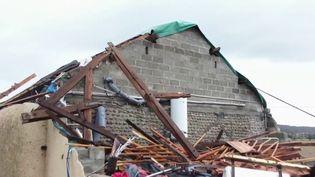 Dans le Béarn, le village de Serres-Sainte-Marie (Pyrénées-Atlantiques) a été balayé par un phénomène très bref et très violent. Une vingtaine de familles a dû être relogée. (France 3)