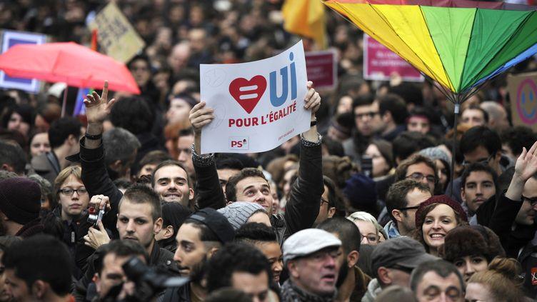Une manifestation en faveur du mariage des homosexuels, le 16 décembre 2012, à Paris. (FRED DUFOUR / AFP)