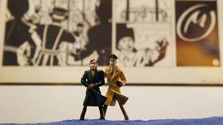 """Des figurines de """"Blake et Mortimer"""" lors d'une exposition à Paris, en 2013. (JOEL SAGET / AFP)"""