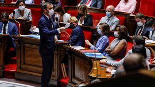 Le ministre de la Santé, Olivier Véran, s'adresse aux députés à l'Assemblée nationale, à Paris, le 20 juillet 2021. (THOMAS SAMSON / AFP)