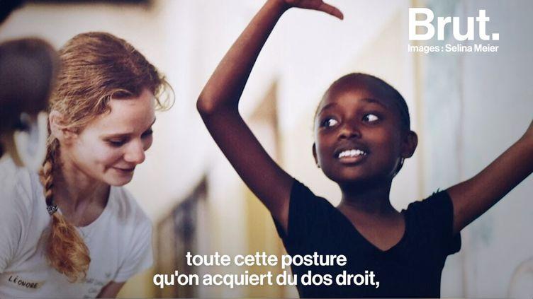 """Via l'association """"What dance can do project"""", la danseuse étoile a donné, pendant une semaine, des leçons à des jeunes Kényans. (BRUT)"""