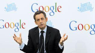 Francetv info a créé la boîte mail de Nicolas Sarkozy, reflet des sujets d'actualité qui font son quotidien depuis quelques mois. (JACQUES BRINON / AFP)