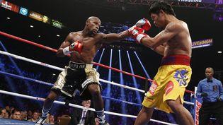 Les boxeurs Floyd Mayweather et Manny Pacquiao, le 2 mai 2015 à Las Vegas (Etats-Unis). (JOHN GURZINSKI / AFP)