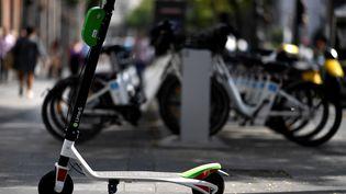 Une trottinette électrique, à Madrid (Espagne), le 5 septembre 2018. (GABRIEL BOUYS / AFP)