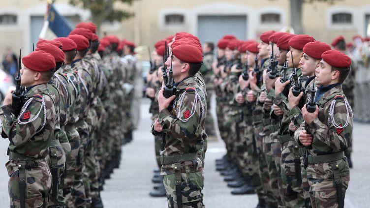 Des militaires du 3e régiment de parachutistes d'infanterie de marine, à Carcassonne (Aude), le 15 novembre 2013. (ALAIN ROBERT / APERCU / SIPA)