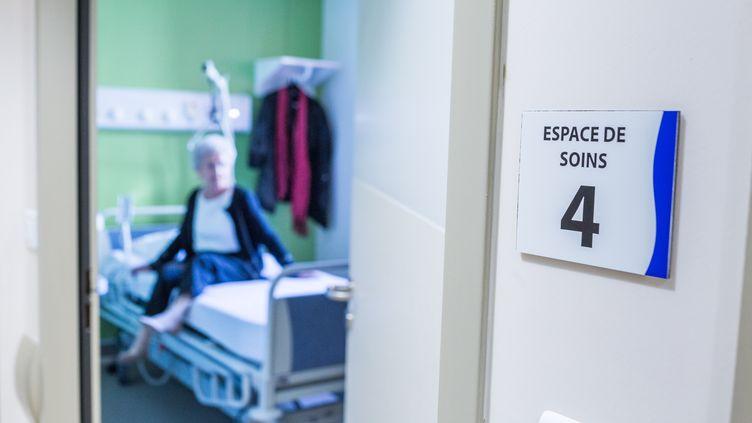 Au département d'oncologie de la clinique de Francheville à Périgueux (Dordogne), le 27 octobre 2016. (BURGER / PHANIE)