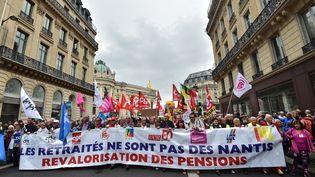 Des retraités manifestant à Paris contre la hausse de la CSG, le 28 septembre 2017. (CHRISTOPHE ARCHAMBAULT / AFP)