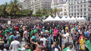 Des milliers de manifestants se retrouvent sur la place de la Grande Poste à Alger, le 21 juin 2019, pour le 18e vendredi de mobilisation. (CLEMENT PARROT / FRANCEINFO)