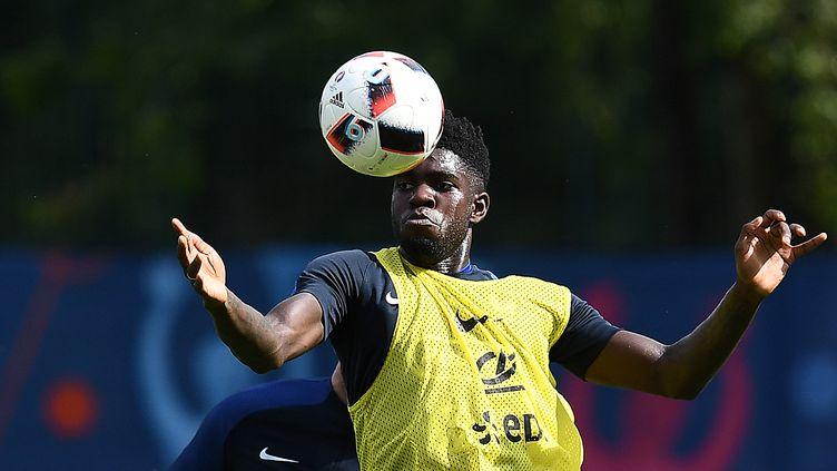 Le défenseur Samuel Umtiti, le 6 juin 2016 à Clairefontaine-en-Yvelines (Yvelines). (FRANCK FIFE / AFP)