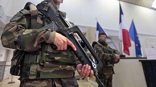 Des soldats en patrouille à Nice (Alpes-Maritimes), le 9 février 2015. ( ERIC GAILLARD / REUTERS)