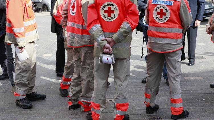 Des membres de la Croix-Rouge, à Vincennes (Val-de-Marne), le 24 mai 2014. (CHRISTOPHE HEROU / CITIZENSIDE / AFP)
