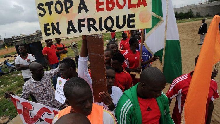 Campagne en Côte d'Ivoire contre l'épidémie d'Ebola (ici à Abidjan, en 2014). (Sia Kambou/AFP)