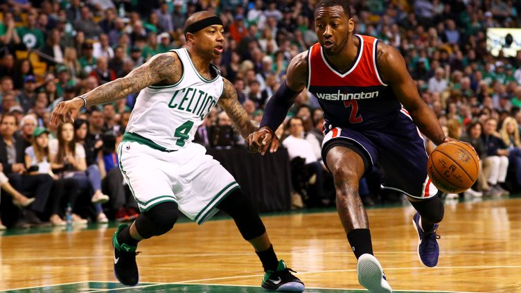 Isaiah thomas, le meneur des Celtics, en défense face à John Wall (Washington) (MADDIE MEYER / GETTY IMAGES NORTH AMERICA)