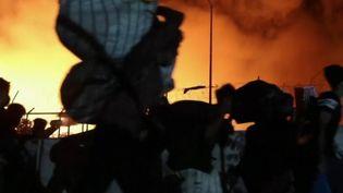 Grèce : le plus grand camp de migrants ravagé par un incendie (FRANCEINFO)