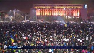 Des milliers de personnes ont manifesté à Bucarest. (FRANCE 3)