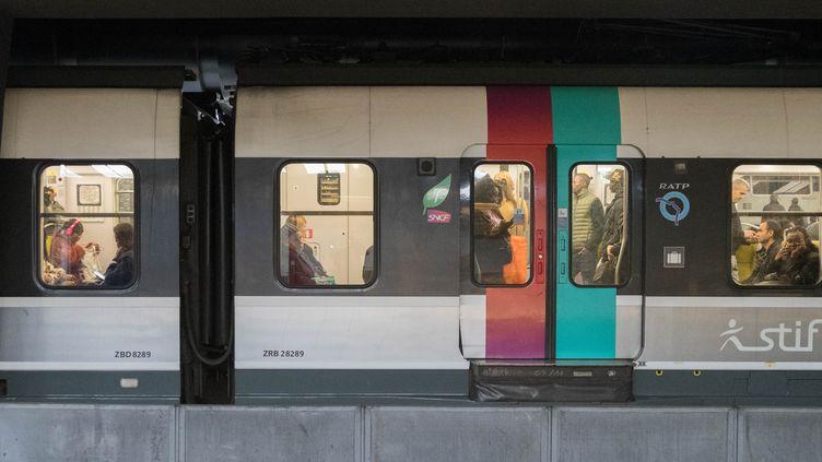 Le RER B àla station Châtelet - Les Halles à Paris, le 22 octobre 2018. (ESTELLE RUIZ / NURPHOTO)