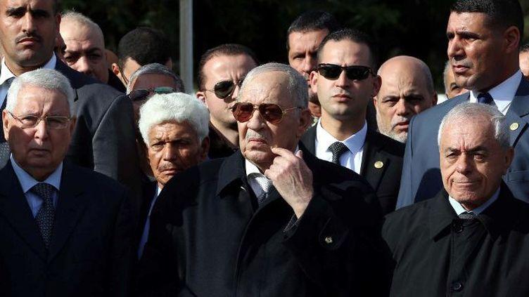 Le chef d'état-major algérien, Ahmed Gaïd Salah, également vice-ministre de la Défense, aux funérailles du général à la retraite Atailia, au cimetière El Alia d'Alger, le 10 décembre 2017 (Billal Bensalem/NurPhoto)