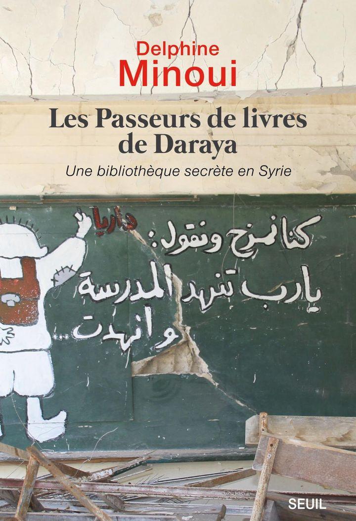 """Couverture du livre """"Les passeurs de livres de Daraya"""" de Delphine Minoui (Editions du Seuil)"""