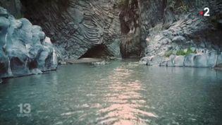 Au cœur des orgues basaltiques de l'Etna (Capture écran France 2)