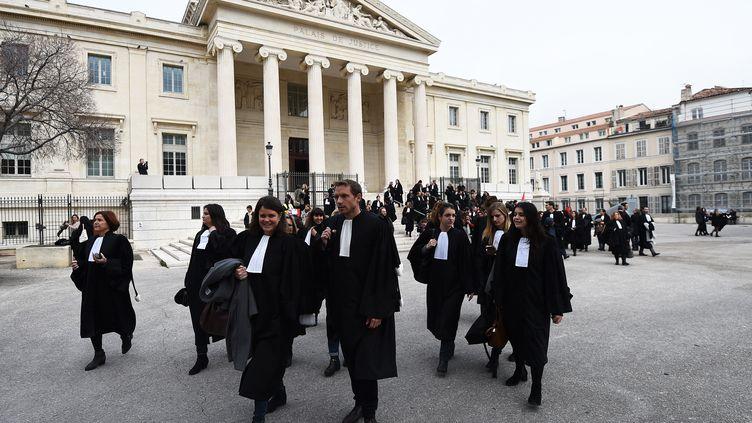"""Une manifestation d'avocats pour améliorer la """"qualité de la justice"""", le 15 février 2018. (ANNE-CHRISTINE POUJOULAT / AFP)"""