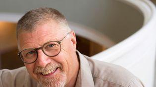 L'écrivain sud-africain Deon Meyer chez lui, à Stellenbosch (près du Cap), le 23 janvier 2020. (RODGER BOSCH / AFP)
