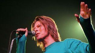 David Bowie sur scène à l'Elysée Montmartre (Paris) en octobre 1999.  (Nebinger/Hounsfield/SIPA)