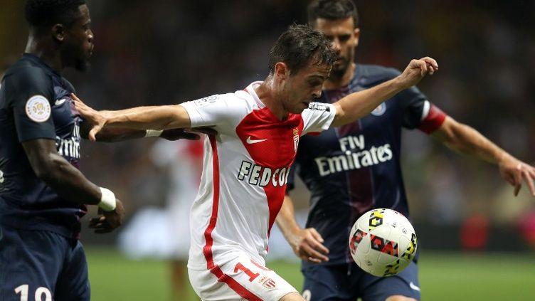 Bernardo Silva se joue d'Aurier et de Thiago Motta (VALERY HACHE / AFP)