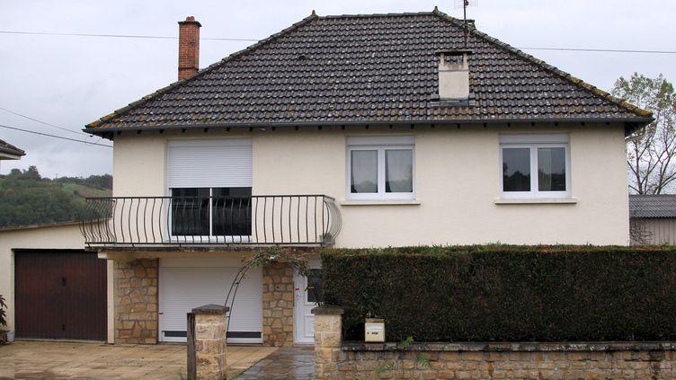 C'est dans cette maison de Brignac-la-Plaine (Corrèze) que la fillette a été dissimulée depuis sa naissance par sa mère. Elle a été découverte le 25 octobre 2013. (DIARMID COURREGES / AFP)