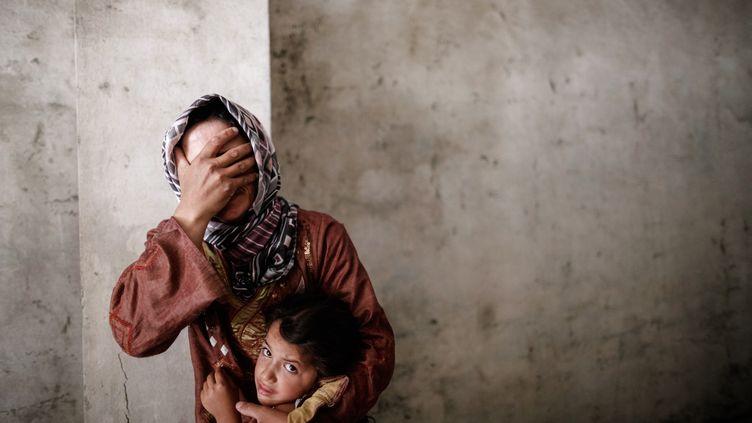 Une mère et sa fille dans les rues d'Alep (Syrie), le 13 septembre 2012. (SAM TARLING / AFP)
