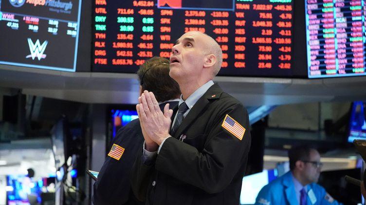 Un trader à la bourse de New York (Etats-Unis), le 18 mars 2020. (BRYAN R. SMITH / AFP)