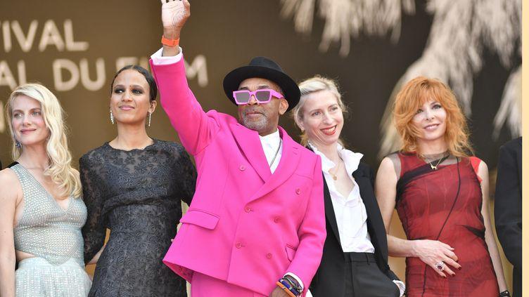 Le président du jury du Festival de Cannes 2021, Spike Lee (au centre), Mélanie Laurent (à gauche), Mati Diop et Mylène Farmer (à droite), le 6 juillet 2021, lors de la cérémonie d'ouverture du festival à Cannes (Alpes-Maritimes). (MUSTAFA YALCIN / ANADOLU AGENCY / AFP)